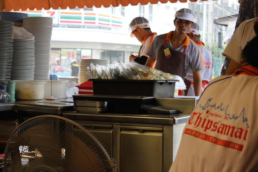 pad thai_thailand_bangkok_thip samai_midnight blue elephant_chatuchak market